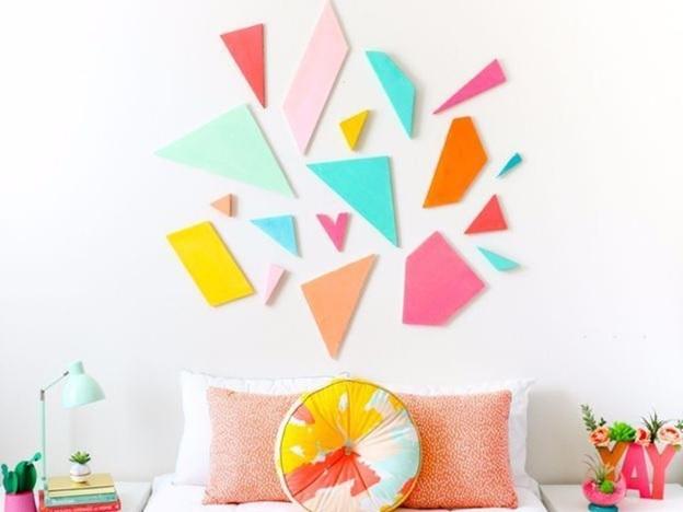 menghias dinding kamar